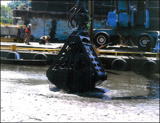 Specialized environmental dredging bucket